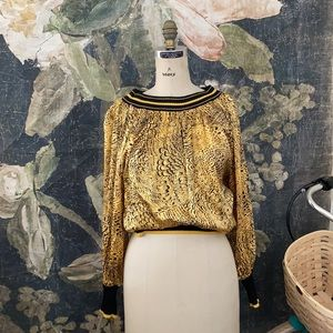🍯 vintage silk gold and black top